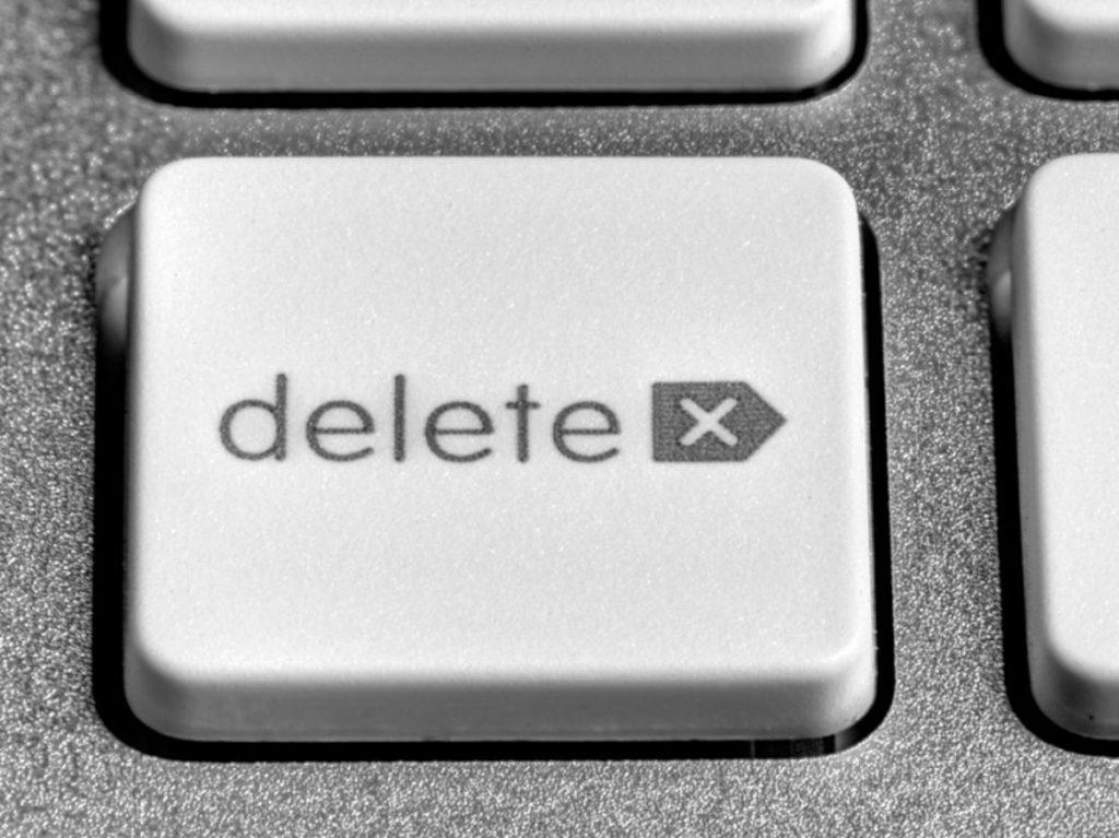 Le droit a l'oubli numérique est un droit consacré par la jurisprudence et le droit de l'Union européenne et lié au déréférencement et à la suppression de contenu en ligne.